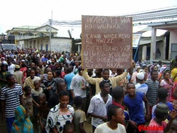 Les partis politiques envisagent une marche de protestation